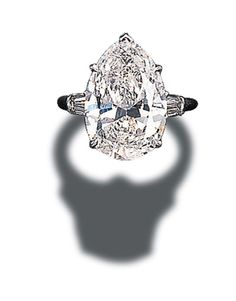 A pear-shaped diamond with tapered baguette-cut diamond shoulders