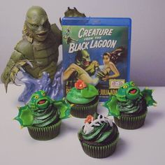 Keeping with these summer/beachy themed baking sessions, me and @marsgravity90 made Creature from the Black Lagoon themed cupcakes! These were so fun to make ❤ #thecreaturefromtheblacklagoon #horror #gillman #baking #summer #cupcakes #monster