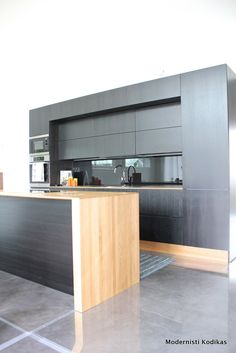 Matt black and wood. Whole wall cabinets. Kitchen Sets, New Kitchen, Kitchen Dining, Kitchen Cabinets, Wall Cabinets, Interior Architecture, Interior Design, Kitchen Interior, Cool Kitchens