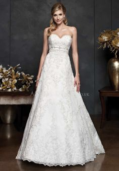 Classic Floor Length A line Sweetheart Lace Wedding Gowns With Sash/ Ribbon