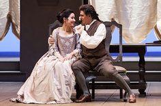 Barbara Bargnesi (Carolina) ed Emanuele D'Aguanno (Paolino) nell'atto I di Matrimonio segreto