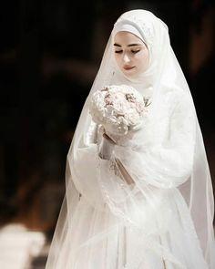 Muslim Wedding Gown, Hijabi Wedding, Wedding Hijab Styles, Muslimah Wedding Dress, Evening Dresses For Weddings, Dream Wedding Dresses, Bridal Dresses, Minimal Wedding Dress, Niqab