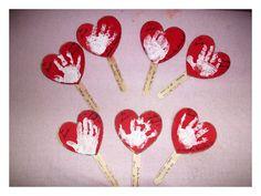 Resultado de imagem para dia dos namorados creche Valentines Art, Saint Valentine, Art For Kids, Crafts For Kids, Arts And Crafts, Infant Activities, Preschool Activities, Mather Day, Pen Toppers