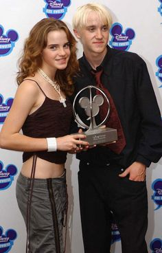 Actors Emma Watson and Tom Felton with the award for Best dvd - Harry Potter - Chamber of Secrets during the Disney Channel Kids awards at the Royal Albert Hall in London. Get premium, high resolution news photos at Getty Images Mundo Harry Potter, Harry Potter Images, Harry Potter Actors, Harry Potter Ships, Harry Potter Hermione, Harry Potter Fandom, Harry Potter World, Drarry, Dramione