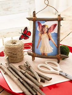 Send kids home with a single snapshot. Fashion frames ahead of time using sticks, glue, and twine.