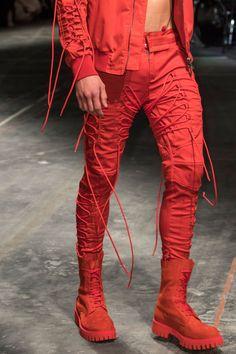 "monsieurcouture: ""Marcelo Burlon S/S 2017 Menswear Milan Fashion Week "" Fashion Moda, Look Fashion, Runway Fashion, High Fashion, Mens Fashion, Milan Fashion, Fashion Design, Afro Punk Fashion, Style Masculin"
