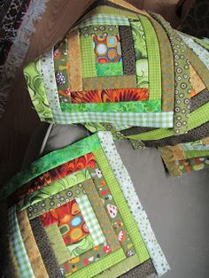 Log cabin block - really good tutorial  -- Maybe I'll do this and use it for the front of a tote bag!