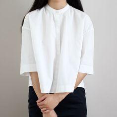 Chic white shirt, contemporary fashion details