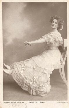 Victorian Women, Edwardian Era, Edwardian Fashion, Vintage Fashion, European Fashion, Vintage Pictures, Vintage Images, Lily Elsie, Tea Gown