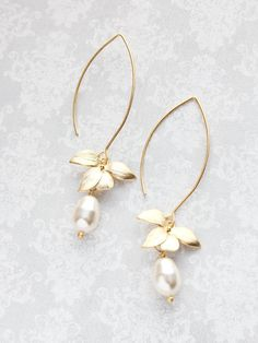 Gold Orchid Flower Earrings Long Floral Dangle Cream Pearl Earrings Bridemaids Gift For Her Gift For Wife Nickel Free Wedding Jewelry di apocketofposies su Etsy https://www.etsy.com/it/listing/267240949/gold-orchid-flower-earrings-long-floral