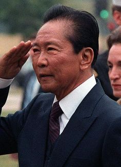 """TIL - After his family plundered billion USD from their own country, the former president of the Philippines (Ferdinand Marcos) was advised by President Reagan to """"cut and cut cleanly"""", after which he fled to Hawaii, continuing his family's decadent l Ferdinand, People Power Revolution, Philippine Army, President Of The Philippines, Rodrigo Duterte, Greatest Presidents, Power To The People, World Leaders, Frames"""