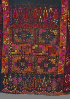 A Bohemian Life — elhieroglyph: Palestine Bohemia: colours… Cross Stitching, Cross Stitch Embroidery, Embroidery Patterns, Hand Embroidery, Cross Stitch Designs, Cross Stitch Patterns, Palestinian Embroidery, Oeuvre D'art, Fiber Art