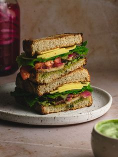 A smokey tofu BLT on sourdough with basil ailol and pickeld onions. This vegetarian BLT recipe is so good even meat eateres will be amazed! #blt #meatlessmeals #sandwich Blt Recipes, Vegan Sandwich Recipes, Vegan Sandwiches, Delicious Vegan Recipes, Bread Recipes, Dairy Free Cheese, Vegan Cheese, Easy Packed Lunch, Pickled Onions