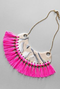 Clay necklace www.pandurohobby.com Clay by Panduro #decoration #DIY #necklace #decorate #neon Diy Clay, Clay Crafts, Jewellery Diy, Jewelry Making, Diy Necklace, Tassel Necklace, Inspire, Neon, Sculpture
