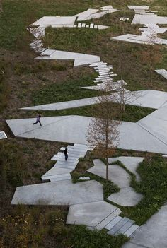Construido en 2016 en Gennevilliers, Francia. Imagenes por Clément Guillaume . . A escala regional, el jardín público del Chausson en la zona de desarrollo conjunto de Chandon Republique está situado cerca del eje verde. Valorando...  http://www.plataformaarquitectura.cl/cl/871959/jardin-de-chausson-ateliers-2-3-4?utm_medium=email&utm_source=Plataforma%20Arquitectura