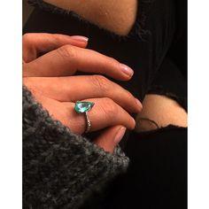 New in! Anel em Turmalina Paraíba e diamantes #aronhirsch #finejewelry #turmalinaparaiba #newin