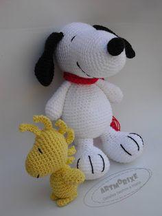 Snoopy y Emilio amigurumi Snoopy Amigurumi, Snoopy Plush, Amigurumi Animals, Amigurumi Doll, Crochet Animals, Crochet Gifts, Crochet Dolls, Free Crochet, Crochet Disney