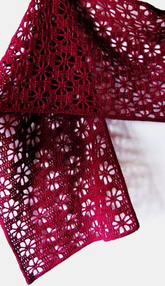 Poncho Crochet, Crochet Flower Scarf, Filet Crochet, Crochet Scarves, Crochet Flowers, Crochet Stitches, Crochet Hooks, Crochet Patterns, Crochet Wraps