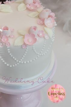 Cupcakes Workshops I Cupcakes Kurs I Tortenkurse I Mimis Cupcakes Birthday Cakes For Women, My Birthday Cake, Beautiful Cake Designs, Beautiful Cakes, Cupcakes, Cupcake Cakes, Buttercream Birthday Cake, Cake Decorating Frosting, First Communion Cakes