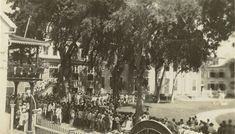 Rode Dinsdag in Suriname - 7 feb 1933 Menigte eist vrijlating Anton de Kom. klik voor meer info. Dolores Park, Street View, Travel, Outdoor, Anton, Badass, Historia, Outdoors, Viajes