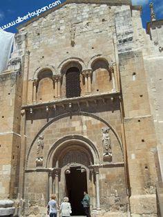 León conserva los restos de uno de los Doctores de la Iglesia Católica, San Isidoro de Sevilla, obispo de la capital hispalense durante más de tres décadas