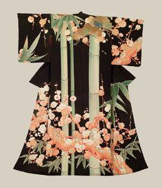 Taisho Kimono (1912-1926) A stunning silk kimono featuring a 'shou-chiku-bai' design of pine trees, bamboo and ume blossoms created with yuzen-dyeing.