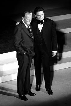 Billy Graham appeared numerous times on The Johnny Cash Show, which ran from This photo was taken during a 1971 appearance. Cash's show was one of the first places he made headlines for sharing his faith. Billy Graham Family, Billy Graham Quotes, Rev Billy Graham, Billy Graham Crusades, Johnny Cash Show, John Cash, June Carter Cash, Johnny And June, Godly Man