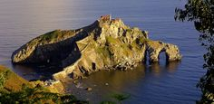 The San Juan de Gaztelugatxe in Spain is an islet that located on the coast of Biscay where the municipalities of this area belong to the Bermeo, and that Places To Travel, Places To Visit, Bay Of Biscay, Basque Country, Beautiful World, Wonders Of The World, Coast, Around The Worlds, Island