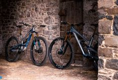 Trail & Enduro Bike Highlights from EUROBIKE 2017   Page 5 of 15   ENDURO Mountainbike Magazine David And Goliath, Full Face Helmets, Bike Parking, Bike Trails, Best Budget, How To Run Longer, Battle, Capri, Survival