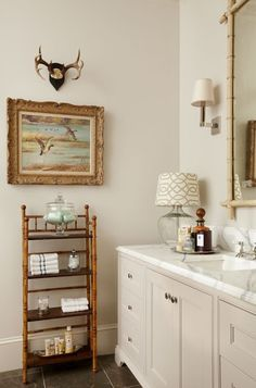 Slow life, slow food, slow deco: what if we slow down? Bamboo Bathroom, Small Bathroom, Bathroom Vintage, Vintage Kitchen, White Bathroom, Master Bathroom, Bad Inspiration, Bathroom Inspiration, Diy Bathroom Decor