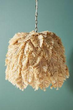 Feather Lamp, Diy Lampe, Deco Nature, Creation Deco, Ideias Diy, Diy Chandelier, Homemade Chandelier, Chandeliers, Macrame Design