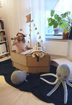 Cardboard Box Houses, Cardboard Box Crafts, Cardboard Playhouse, Cardboard Toys, Cardboard Furniture, Cardboard Box Ideas For Kids, Toddler Fun, Toddler Crafts, Toddler Activities