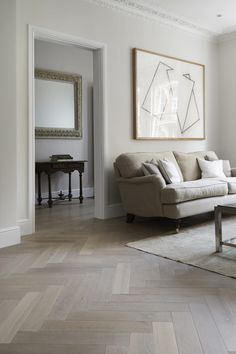 Parquet floor inspiration for a recently renovated house and tips and tricks on how to lay a herringbone floor yourself for Rock My Style DIY Week Wooden Floors Living Room, Bedroom Flooring, Home Living Room, Living Room Designs, Living Room Decor, Bedroom Decor, Lounge Design, Art Teen, Planchers En Chevrons