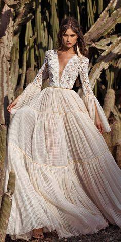 Robe longue mariage weddings 21 Amazing Boho Wedding Dresses With Sleeves Boho Wedding Dress, Dream Wedding Dresses, Boho Dress, Bridal Dresses, Wedding Gowns, Wedding Beach, Bohemian Dress Long, Bohemian Bride, Dresses Dresses