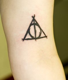 Harry Potter Tattoo, hells to the yes.  I love the lines of this; makes it unique compared to other versions of the hallows. @Jess Pearl Liu Beets, love this one