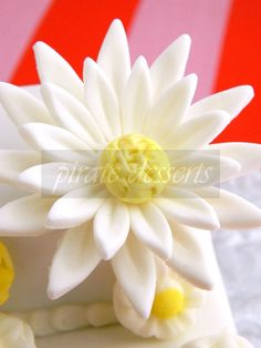 #EDIBLE #DAISY Cake Topper - Sugar Flower - Fondant #flower Cupcake Toppers - Edi,  View more on the LINK: 	http://www.zeppy.io/product/gb/3/96225135/