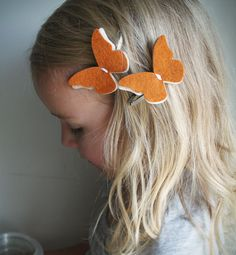 Fall Butterfly hair Clip set - Pumpkin Spice Butterfly Hair clips - via PaperdollAccessories on Etsy Headband Hairstyles, Diy Hairstyles, Pretty Hairstyles, Felt Flowers, Fabric Flowers, Felt Hair Clips, Barrettes, Hairbows, Diy Headband