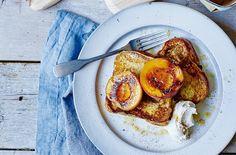 Caramelised peaches on vanilla brioche with mascarpone