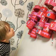 joulukalenteri | lasten | lapset | askartelu | joulu | kierrätys | tölkki | metallitölkki | käsityöt | kädentaidot | idea | koti | DIY ideas | kids | children | crafts | christmas | home | recycling | can | calender | Pikku Kakkonen