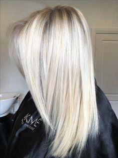 @hotteshair @jamie_hotteshair Blonde #jamie_hotteshair #babylights  #blondefoils #microfoils  #behindthechair #coolblonde #warmblonde #olaplex #spotlightblonde