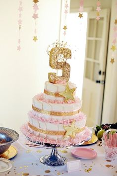 11 Creative Ideas for Diaper Cakes | Undercover Hostess Somehow add clouds and hot air balloons
