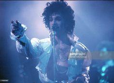 Photo d'actualité : Prince performs live at the Fabulous Forum on...