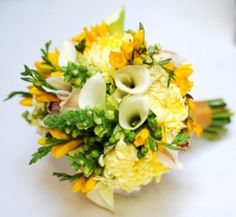 yellow and green flowes Breakfast, Ethnic Recipes, Green, Corsages, Bouquets, Flowers, Food, Yellow, Wedding Bouquets