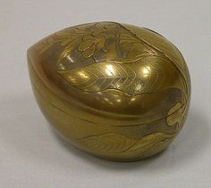 Incense Box (Kobako) in the Shape of a Peach  Period: Edo period (1615–1868) Date: 18th century Culture: Japan Medium: Gold lacquer with sprinkled gold and relief lacquer decoration (takamakie)