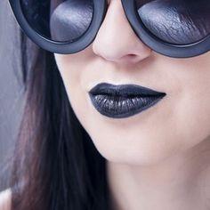 http://www.erdbeerlounge.de/beauty/make-up-kosmetik/make-up-trends/4-gruende-oefter-schwarzen-lippenstift-zu-tragen/