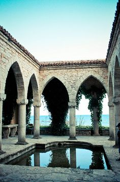 The Balchik Palace is in the Bulgarian Black Sea town and resort of Balchik in Southern Dobruja. The official name of the palace was the Quiet Nest Palace. Macedonia, Belle Villa, Bulgarian, Travel Goals, Eastern Europe, Historical Sites, Places To See, Travel Inspiration, Beautiful Places