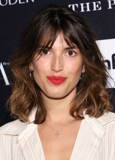 Frisuren Jeanne Damas with French Cut Wedding Favors Ideas You Want To Know Sending guests home with Jeanne Damas, Oval Face Hairstyles, Medium Bob Hairstyles, Girl Hairstyles, French Hairstyles, Medium Hair Cuts, Medium Hair Styles, Short Hair Styles, French Haircut