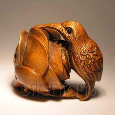 wooden netsuke | The Hare with Amber Eyes ou la quête des origines.