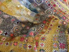 crochet...reminds me of a Gustav Klimt painting... Stunning !!!!
