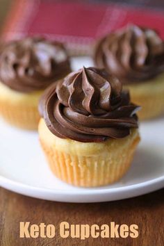 Wonderfully fluffy vanilla keto cupcakes are delicious on their own and downright sinful with the decadent, luscious chocolate frosting. Keto Friendly Desserts, Low Carb Desserts, Low Carb Recipes, Dessert Recipes, Low Carb Cupcakes, Healthy Cupcakes, Chocolate Chip Cupcakes, Chocolate Frosting, Banana Cupcakes